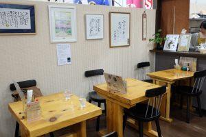 石巻市役所1階の店舗にラベル原画が展示してあります。